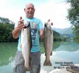 Hans mit zwei Regenbogenforellen 65 und 58 cm